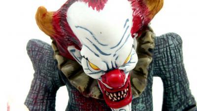 Politie houdt 2 scholieren met clownsmasker aan in Delft