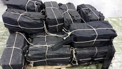 400 kilo cocaïne in sporttassen gevonden na buitenlandse tip