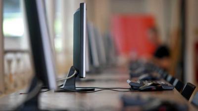 Foto van computers en beeldschermen bibliotheek | Archief EHF