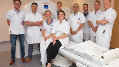 Foto van team bij ct-scan