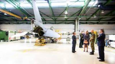 Koningin Máxima brengt werkbezoek aan Vliegbasis Volkel