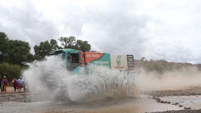 Regen tijdens Dakar Rally doet Ton van Genugten de das om