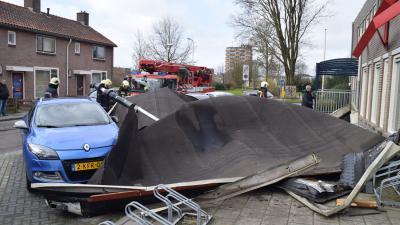 Dak van buurthuis in Hoogeveen gewaaid