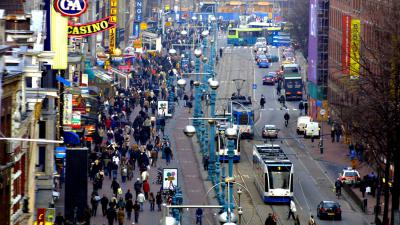 damrak-tram-passagiers