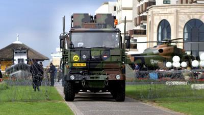 Foto van extreme militaire beveiliging tijdens top   Archief EHF