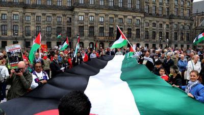 Demonstranten Amsterdam betuigen solidariteit met Palestijnse zaak