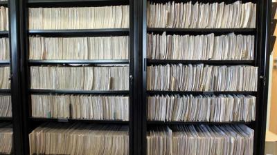 Foto van dossier mappen patiënt kast   Archief EHF