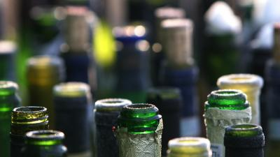 Foto van flessen drank leeg | Archief EHF