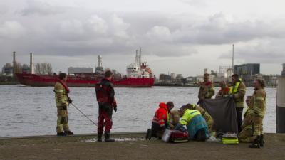 Drenkeling door fotograaf, brandweerman en omstanders gereanimeerd