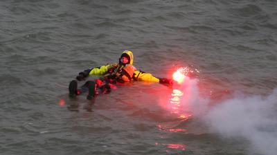 Kustwacht waarschuwt watersporters:zorg dat je gezien wordt!