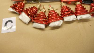Amsterdammers aangehouden in drugssmokkel kerstdecoraties