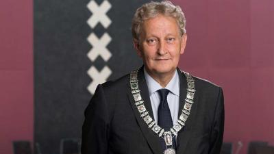 Eberhard van der Laan wil nog wel 'een poosje' burgemeester van Amsterdam blijven