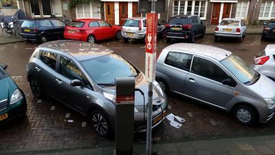 Accu elektrische auto veel eerder leeg dan wordt beloofd in folder