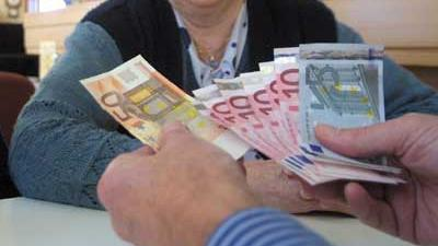 Foto van eurobiljetten uitkering ouderen | Archief EHF