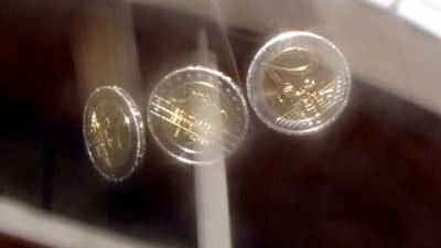 Foto van vallende euromunten | Archief EHF