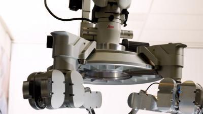 's Werelds eerste super-microchirurgie-operatie met 'robothanden' in het Maastricht UMC+