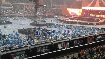 Concert Guus Meeuwis gestaakt wegens extreme weersomstandigheden