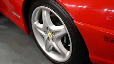 Foto van voorwiel Ferrari | Sxc