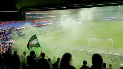 Supporters steunen Feyenoord en Ajax tijdens laatste training