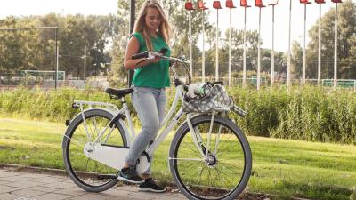 Gazelle waarschuwt fietsers voor gebruik smartphone
