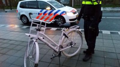 Je ziet je gestolen fiets in ander z'n tuin je belt de politie en staat alsnog met lege handen