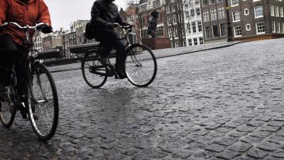Amsterdammers pakken massaal de fiets