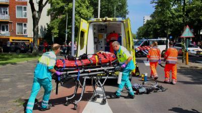Fietser zwaargewond na aanrijding met auto in Schiedam