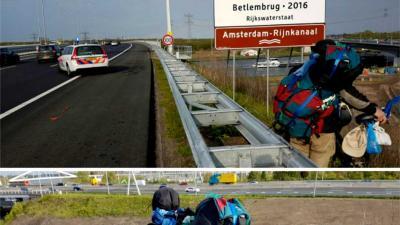 Zwaarbepakte fietser van snelweg A9 gehaald
