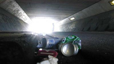 fietstunnel-zwerfvuil-blikjes