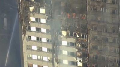 Londense woontoren volledig in brand, brandweer meldt doden