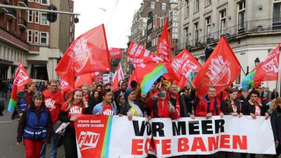 FNV-leden op de Dag van de Arbeid in actie voor Echte banen