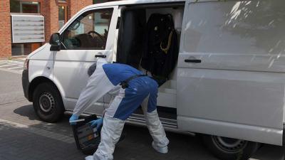 Foto van forensisch onderzoek bij flat slachtoffer | Sander van Gils | www.persburosandervangils.nl