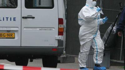 Foto van forensisch onderzoek rond woning   Archief EHF