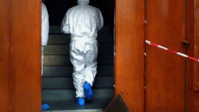 Foto van forensisch onderzoek deur woning trap | Archief EHF