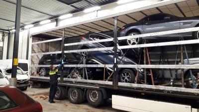 Vier gestolen auto's in oplegger