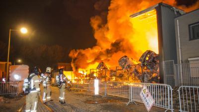 Zeer Grote Brand bij autobedrijf Penders