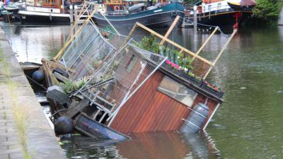 plantenboot maakt slagzij
