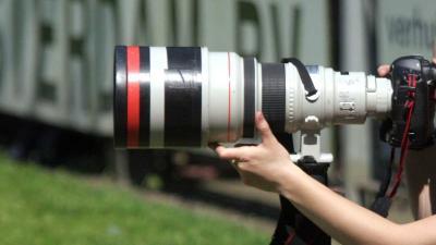 Gehoor sportfotograaf door gegooid vuurwerk beschadigd