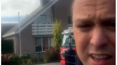 Frans Bauer zet eigen huis in brand