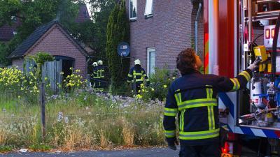 Brandweer blust brand in garage in Son en Breugel