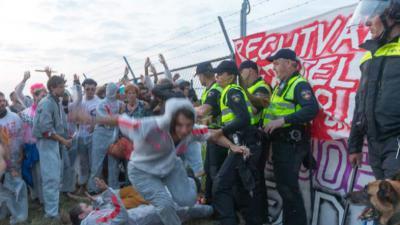 Politie grijpt in bij actie van Code Rood Nam-locatie in Farmsum