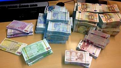 Foto van geld bankbiljetten euro   OM