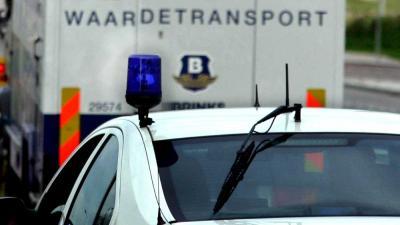 Foto van geldtransport en politieauto   Archief EHF