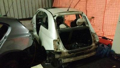 Dertien gestolen auto's in loods in Alphen gevonden