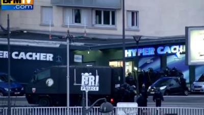 Franse politie bestormt Joodse winkel en drukkerij tegelijkertijd