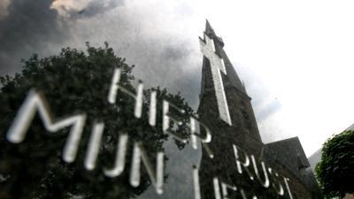 Foto van grafsteen kerk kerkhof | Archief EHF