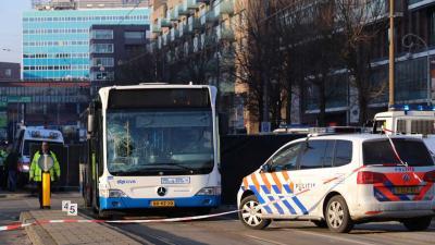 Onbekende voetganger overleden na aanrijding GVB-bus