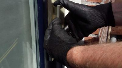 Man 'met zwarte handschoenen' niet uit woning dood aangetroffen vrouw