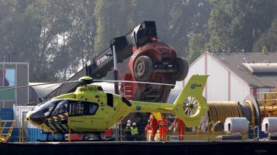 Hefkraan omgevallen op bedrijfsterrein Schiedam
