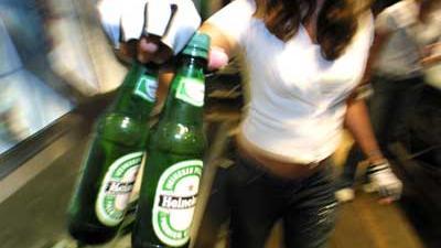 Foto van flesjes Heineken bier   Archief EHF
